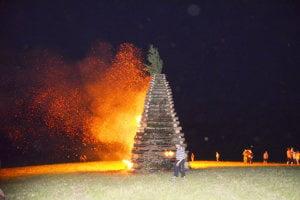 Obnovená tradícia pálenia vatier.