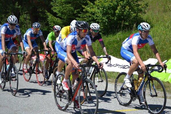 Cyklisti R.C.T. Martin poctivo strážili čelo pelotónu.