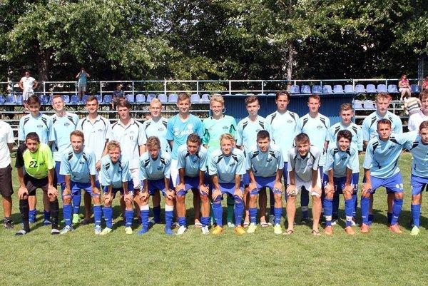 Dorast FC Nitra obhajuje prvenstvo z minulého ročníka. Na snímke kolektív, ktorý vyhral turnaj v júli 2015.