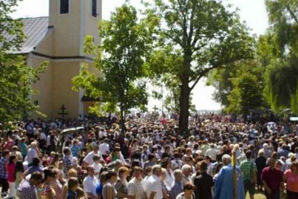 Počty návštevníkov sa odhadujú na 17–tisíc a viac. Veľa účastníkov ostávalo aj na nočný program.