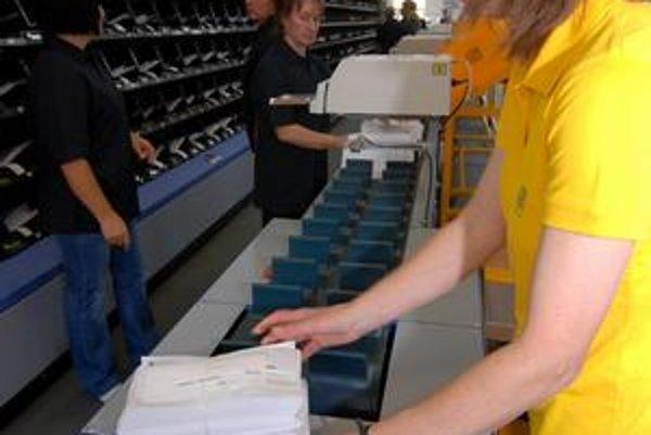 Pre Slovenskú poštu pracuje asi 15-tisíc ľudí.