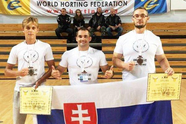 Vicemajstri sveta v MMA Horting. Zľava M. Rovňák, I. Sirko a M. Pokrivčák.