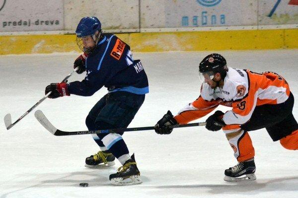 Juniori hrali na západnom Slovensku. Zvíťazili iba na ľade bratislavskej HOBY.