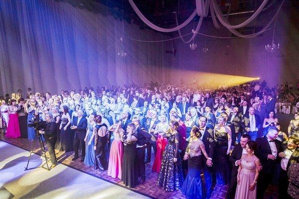 Reprezentačný ples mesta. Na parkete sa zabávalo 290 hostí.