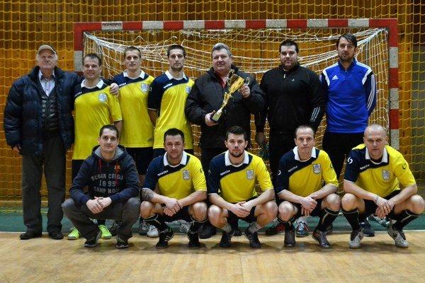 Víťaz Mestskej futsalovej ligy vsezóne 2015/16. Zaslúžene sa ním stalo mužstvo ŠK Senné, ktoré ani raz nenašlo premožiteľa.