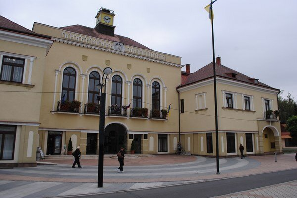 Michalovská radnica. Spracováva nový program rozvoja, nápomocní budú aj obyvatelia.