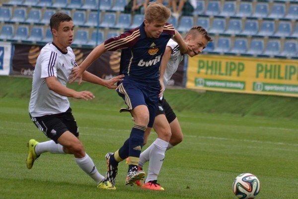 Legia Varšava a Dukla Praha. Tiež boli príjemným spestrením turnaja.