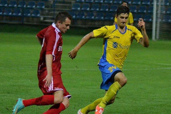 Michalovce naštartoval k výhre. Martin Koscelník (vpravo) otvoril gólový účet duelu.
