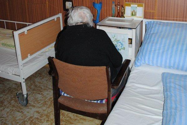 Byrokracia pre seniorov. Ak chcú dôchodcovia starší ako 70 rokov a ľudia v hmotnej núdzi úľavu na dani, najnovšie musia podať daňové priznanie.