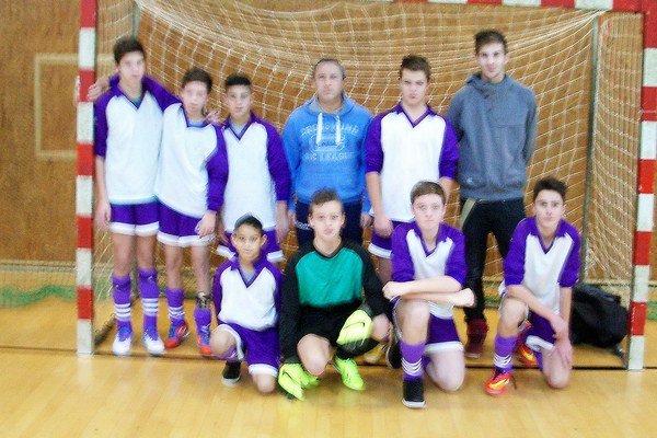 Víťazné družstvo turnaja. Lastomírčania vyhrali štyri z piatich zápasov.