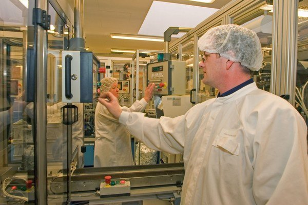 Výroba. Unomedical patrí od roku 2012 pod americkú spoločnosť ConvaTec, ktorá je jedným z najväčších svetových výrobcov stomických pomôcok a produktov pre hojenie rán a inkontinenciu.