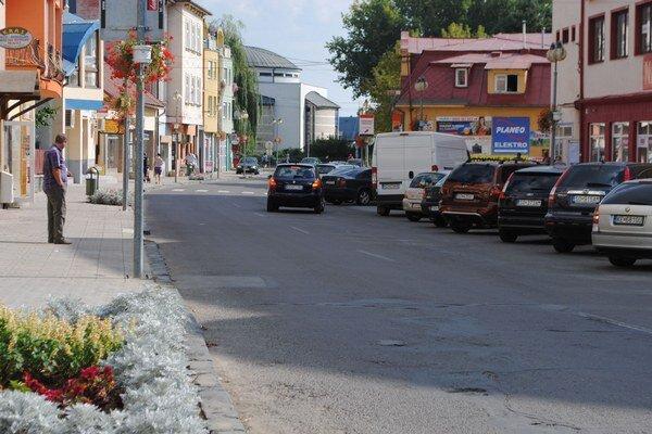 Sobrance. Súkromná firma financovala a rekonštruovala v meste chodníky, cesty a odstavné plochy za viac ako 852-tisíc eur. Mesto by malo túto investíciu splácať osem rokov.