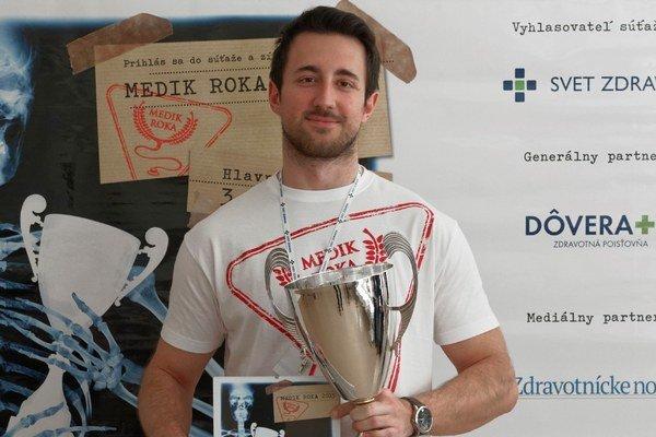 Medik roka 2015. Víťazom prvého ročníka súťaže sa stal Michalovčan Andrej Skvašík z Jesseniovej lekárskej fakulty UK v Martine.