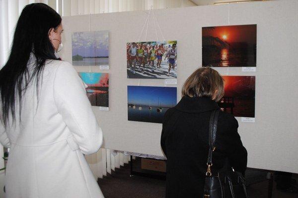 Výstava fotografií. V malej galérii Mestského kultúrneho strediska si môžete do konca apríla pozrieť výstavu fotografií Stanislava Orolína a Františka Demského.