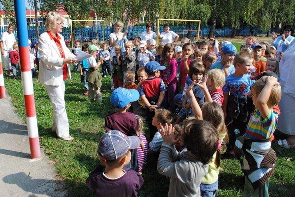Zvýšenie poplatkov v Michalovciach. Rodičia zaplatia od septembra viac za deti, ktoré sú umiestnené v mestských jasliach, materských školách, v školských kluboch a v umeleckej škole.