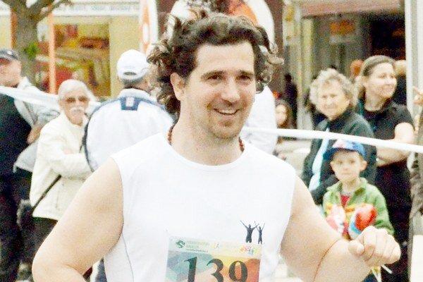 Dve desiatky kilometrov hravo zvládol. Korzárista Milan Potocký má za sebou prvý polmaratón.