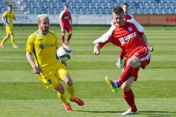 V Šali mal dve šance na skórovanie. Dominik Kunca (vľavo) sa však z gólu netešil.