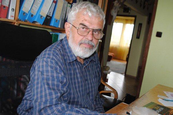 Zdenek Šteliar. Na základe znalosti Vihorlatského pohoria navrhol sieť značkovaných trás, ktorú potom postupne realizoval a udržiava ju už 40 rokov. Spolupracoval na vydaní turistických máp Vihorlatské vrchy - Zemplínska šírava.