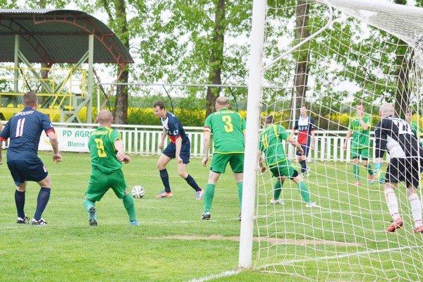 Fanúšikovia sa nenudia ani v lete. Kluby organizujú množstvo futbalových turnajov.