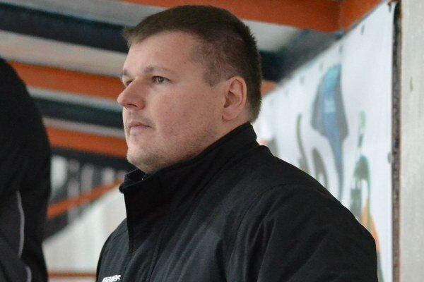 Tréner tímu Peter Tirpák. So zverencami začal prípravu v Medzilaborciach.