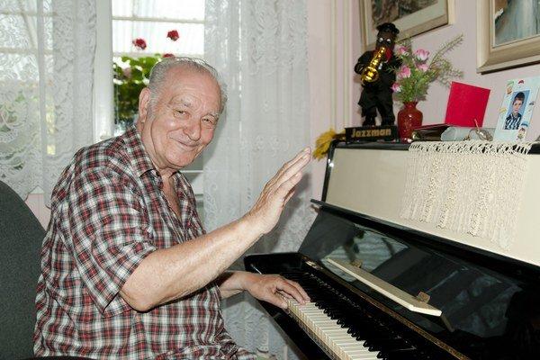 Otakar Krásenský. Pri hudbe sa spoznal i s budúcou manželkou, tá bola Michalovčanka. Kvôli nej som sa sem prisťahoval.