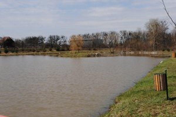 Rybník. Obyvatelia Ptrukše, ale aj okolitých obcí na slovensko-maďarsko-ukrajinskom pohraničí tu prichádzajú za relaxom.