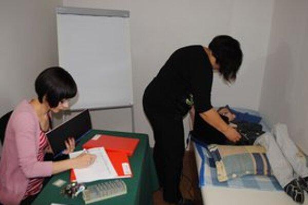 Pred komisiou. Michal maturoval na Gymnáziu P. Horova na lôžku, ktoré bolo v špeciálne pripravenej miestnosti.