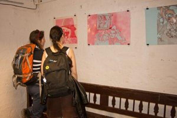 Výstava. V galérii sa prezentuje jedenásť umelcov, ktorí sa venujú grafike.