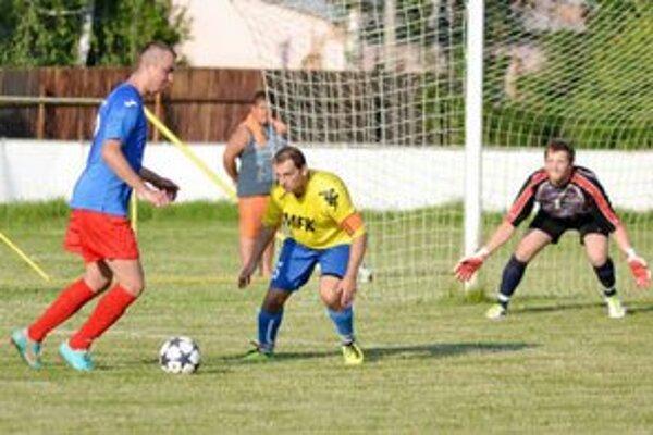 V derby boli úspešnejší domáci. Kráľovský Chlmec zdolali najtesnejším výsledkom 1:0.