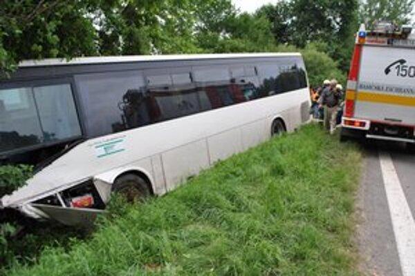 Zrážka s autobusom sa skončila tragicky.