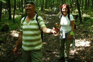 Turisti. Putovali  údolím Trnavského potoka v Humenských vrchoch, časti Hiriač.