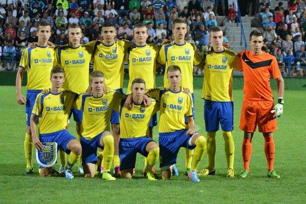Michalovské družstvo. Na domácom turnaji obsadilo poslednú priečku.