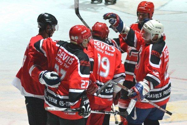 Mužstvo Devils. Nechýbalo ani v jednom ročníku MHL.