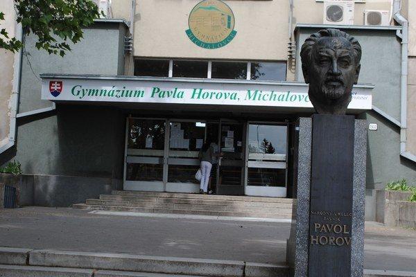 Pavol Horov. Jeho meno je spájané s Michalovcami. Po ňom pomenovali základnú školu, gymnázium aj recitátorskú súťaž.