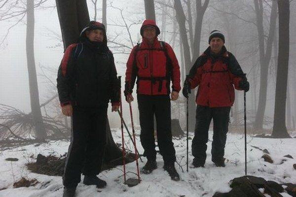 Michalovskí turisti. Vystúpili na Zaňovec.