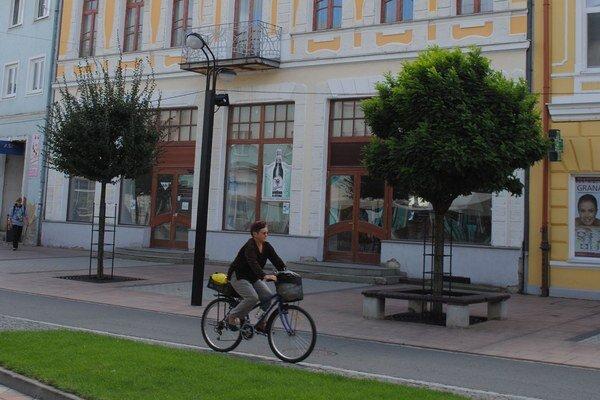 Centrum Michaloviec. Viacerí nájomcovia podnikajúci v mestských priestoroch meškajú s platením nájomného už viac ako 3 mesiace.