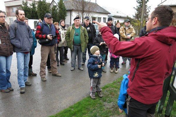 Vítanie žeriavov. Zúčastnili sa ho nielen zanietení ornitológovia, ale aj vyše 70 milovníkov vtáctva z rôznych kútov východného Slovenska.