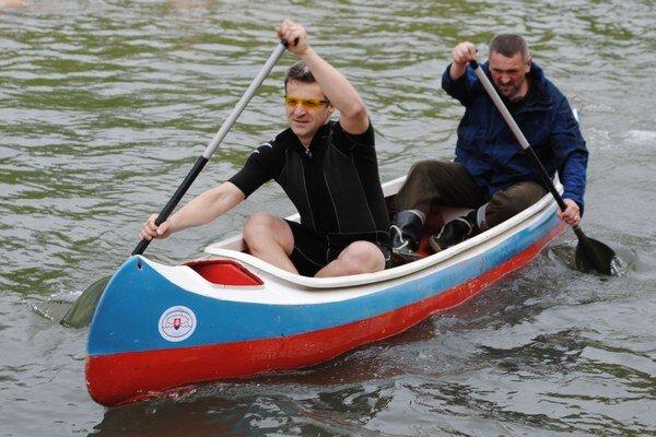 Otvorenie sezóny. Vodáci slávnostne odštartovali sezónu odomykaním vody na rieke Laborec.