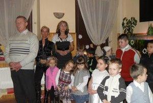 Vianočná besiedka. Deti z materskej a základnej školy priniesli vianočnú atmosféru.