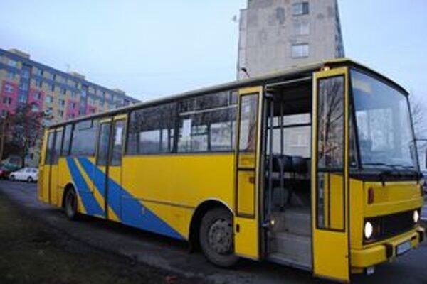 Mestská doprava. Od nového roku ju zabezpečuje nový dopravca. Výška cestovného, počet spojov a liniek zostávajú zachované.