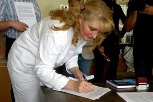 Mária Šramková, primárka oddelenia anesteziológie a intenzívnej medicíny sa pod petíciu podpísala ako prvá.