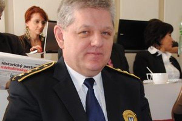 Náčelník MsP Dušan Šanta upozornil, že priestory, kde sídli polícia, sú malé. Mesto potvrdilo, že policajtov presťahuje.