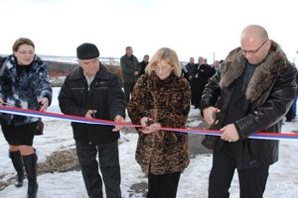 Pohraničie s Ukrajinu. V obciach v blízkosti hraníc vybudovali protipovodňové opatrenia a postavili protipožiarnu lesnú cestu.