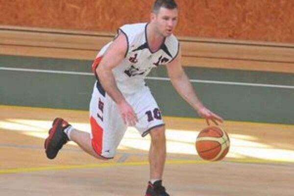 Hrajúci tréner 1. BK Roman Rakovský. V dôležitom zápase zaznamenal 15 bodov.