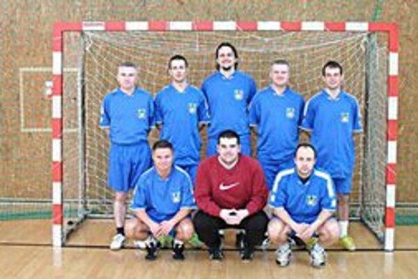 Víťazný tím I. ročníka FC Topľa. Vo finále zdolal Dzurjo Team až po penaltovom rozstrele.