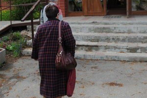Michalovskí seniori. Rapídne zvýšenie sa dotkne dôchodcov zo zariadenia pre seniorov a ľudí, ktorí využívajú opatrovateľskú službu.