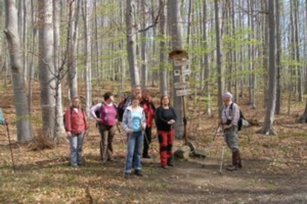 Michalovskí turisti. Zúčastnili sa Pochodu priateľstva na slovensko-maďarskom pohraničí.