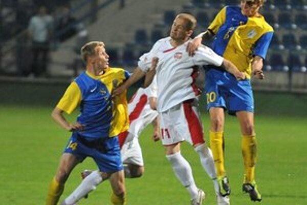 Adrián Devečka opäť v prvom mužstve. Michalovský rodák (vľavo) však prehre 0:2 nezabránil.
