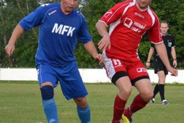 Jeden z hráčov, ktorí odchádzajú z MFK. Petrovi Košudovi (vľavo) skončilo hosťovanie.