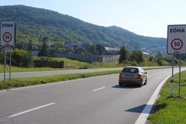 Na Šírave spomaľte. Na osemkilometrovom úseku je najvyššia povolená rýchlosť 50 km/h.